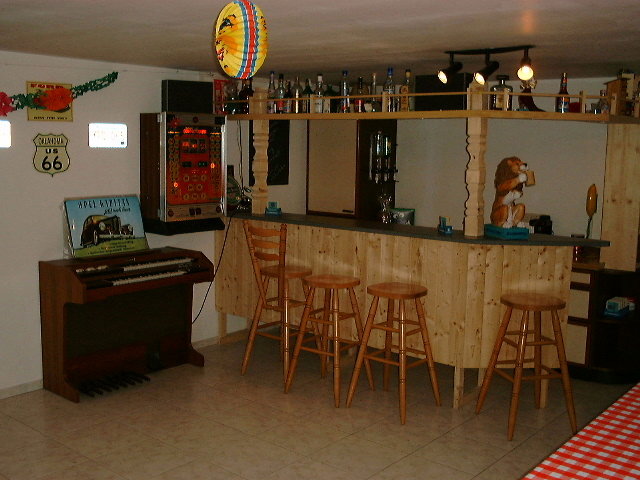 mr happy. Black Bedroom Furniture Sets. Home Design Ideas